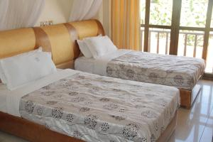 A bed or beds in a room at Hotel Jfrigh