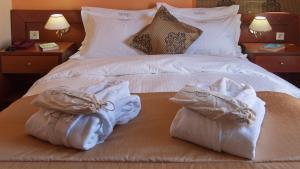 Ein Bett oder Betten in einem Zimmer der Unterkunft Triton Hotel Piraeus
