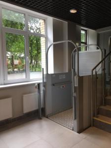 Кухня или мини-кухня в Apartments at Yaroslavskiy prospekt