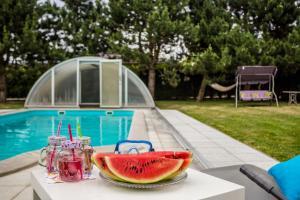 Bazén v ubytování Vila Les Kralovstvi nebo v jeho okolí