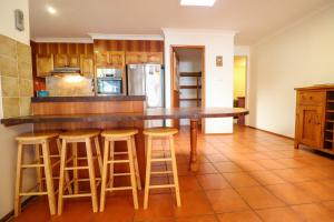 A kitchen or kitchenette at Kingfisher LakeHouse