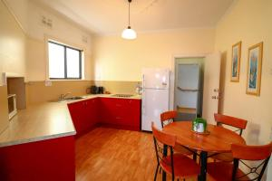 A kitchen or kitchenette at Flexi 2 at Belmont