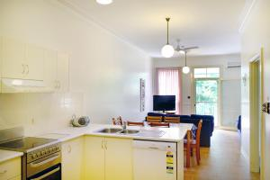 A kitchen or kitchenette at Tropic Oasis