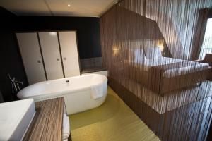 A bathroom at Best Western Plus City Hotel Gouda