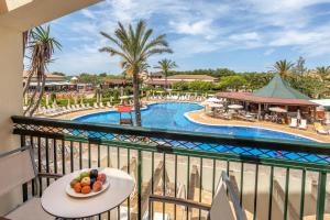 A view of the pool at Zafiro Menorca or nearby