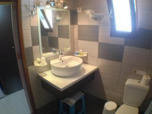 Ένα μπάνιο στο Politia Hotel