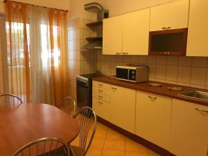 מטבח או מטבחון ב-Nordului Herastrau Luxury Apartment