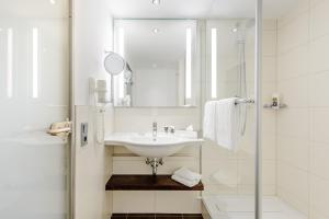 A bathroom at Mercure Hotel Berlin City West