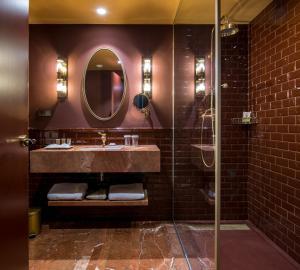 A bathroom at Vincci Mae
