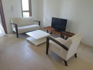 A seating area at Apartamento 1 suite Taiba