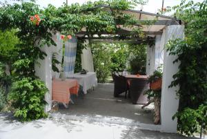 Εστιατόριο ή άλλο μέρος για φαγητό στο Karmik Concept Pension