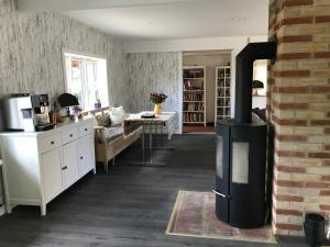 A kitchen or kitchenette at B&B EngvangHouse