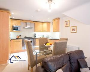 A kitchen or kitchenette at Bounty Suite Basingstoke