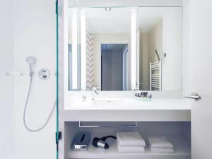 Ванная комната в Mercure Annecy Centre