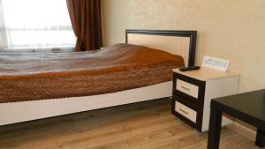 Кровать или кровати в номере Апартаменты на Маршала Устинова 10