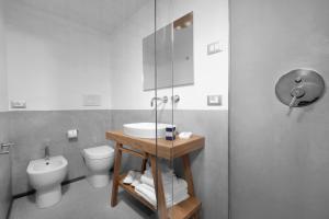 A bathroom at La Piazzetta Guest House