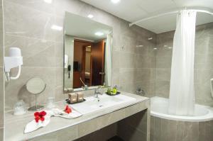 A bathroom at Palatino Hotel