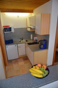 A kitchen or kitchenette at Apartmenthaus Bader