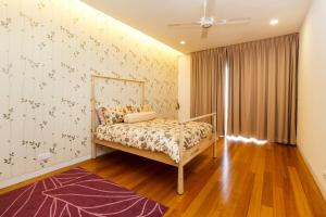 A bed or beds in a room at Pavilion Residences by GuestReady