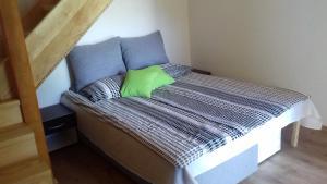 Postel nebo postele na pokoji v ubytování Galesic Apartments & Rooms