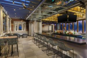 The lounge or bar area at AC Hotel by Marriott Spartanburg