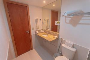 A bathroom at Salvador Business & Flat