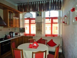 Ресторан / где поесть в Адажио на Жуковского