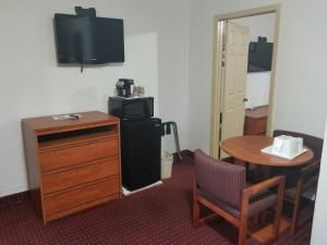 A television and/or entertainment center at Americas Best Value Inn-Williams/Grand Canyon