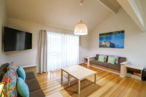 A television and/or entertainment center at Ironbark Family Townhouse at Raffertys Resort