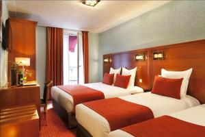 A bed or beds in a room at Hotel Terminus Lyon