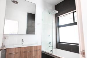 A bathroom at Wake Up! Byron Bay