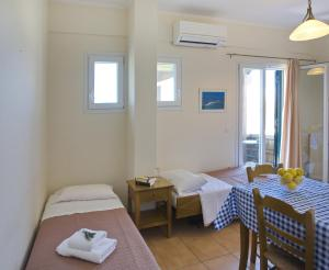 A bed or beds in a room at Porto Nirikos