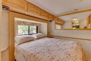 A bed or beds in a room at Newcastle Getaway