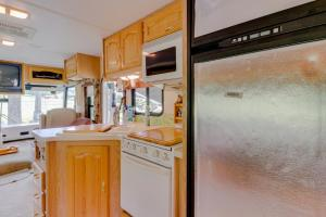 A kitchen or kitchenette at Newcastle Getaway