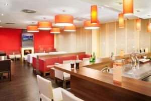 A restaurant or other place to eat at Star Inn Hotel Wien Schönbrunn, by Comfort