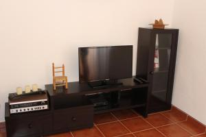 A television and/or entertainment center at Origens