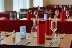 A restaurant or other place to eat at IBB Hotel Ingelheim