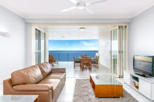 A seating area at Bellevue At Trinity Beach