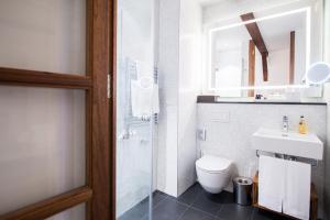 A bathroom at Sorell Hotel Rüden