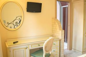 A television and/or entertainment center at Hotel Ginevra