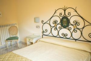 A bed or beds in a room at Hotel Ginevra