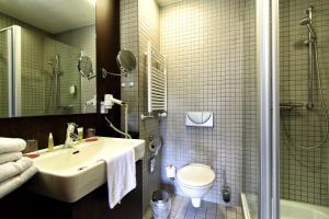 Ein Badezimmer in der Unterkunft Santé Royale Hotel