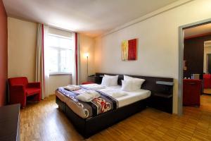 Ein Bett oder Betten in einem Zimmer der Unterkunft Santé Royale Hotel