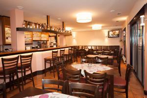 Ein Restaurant oder anderes Speiselokal in der Unterkunft Advantage Appartements Hotel