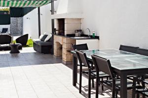 A kitchen or kitchenette at Villa Monaco