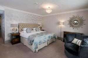 A bed or beds in a room at The Manor Elstree