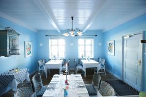 A restaurant or other place to eat at Rødvig Kro og Badehotel