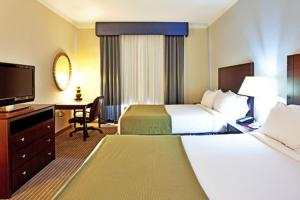 A bed or beds in a room at Holiday Inn Express Hotel & Suites New Iberia - Avery Island