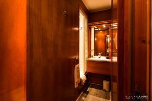 Salle de bains dans l'établissement Hôtel Jolly Roger