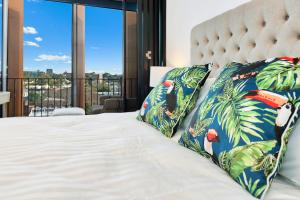 A bed or beds in a room at Luxury and Right next to the Central station & Shopping Center